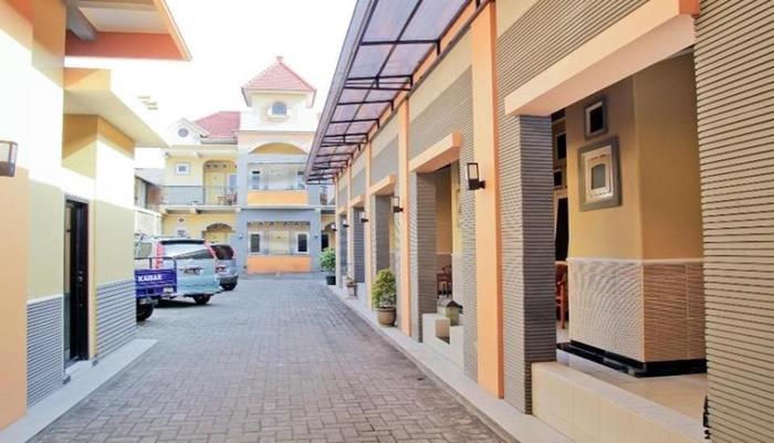 Hotel Asri Jember - Exterior