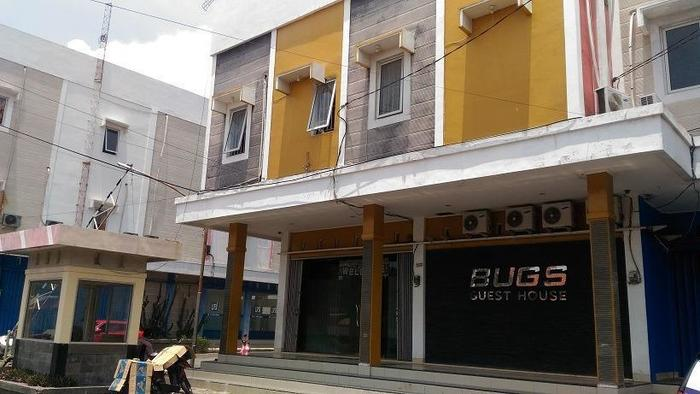 Bugs Guest House Tegal - Exterior