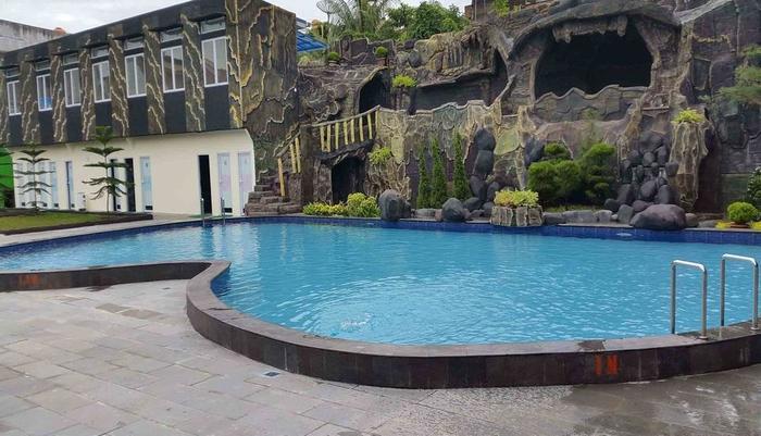 Angkasa Garden Hotel Pekanbaru - Sakura Swimming Pool