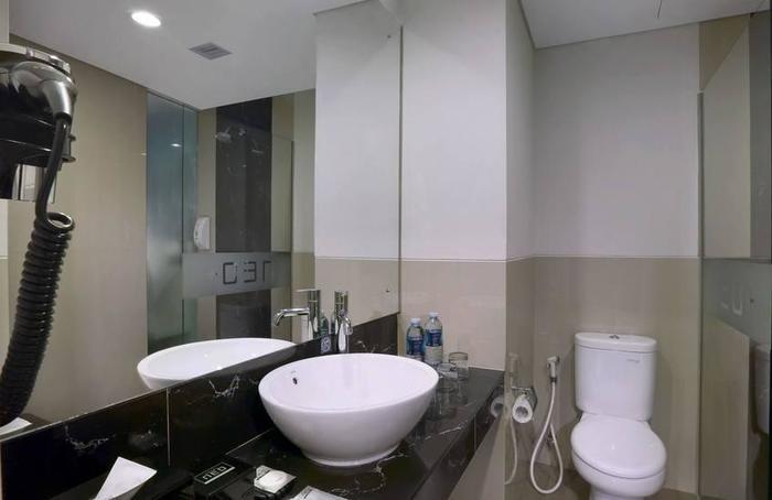 Hotel Neo+ Kebayoran Jakarta - Bathroom