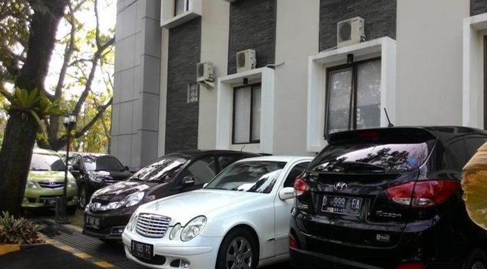 Sutan Raja Guest House Bandung - Eksterior