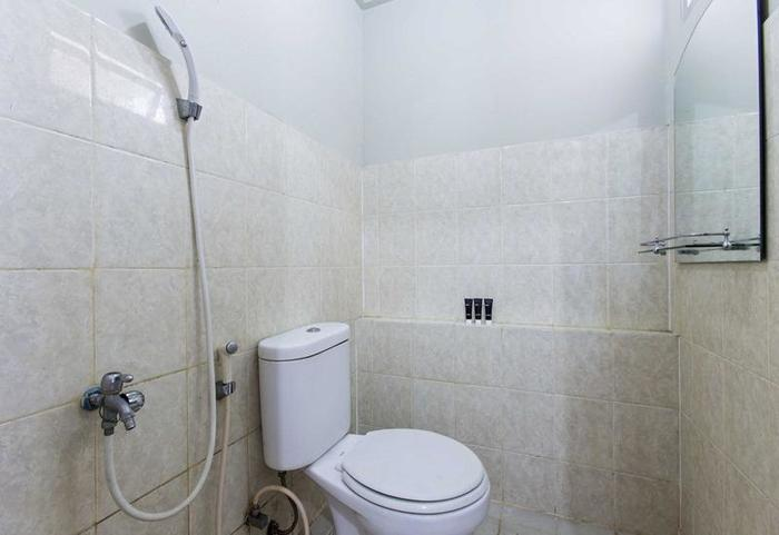 RedDoorz Apartment @ Pegangsaan Kelapa Gading 2 Jakarta - Kamar mandi