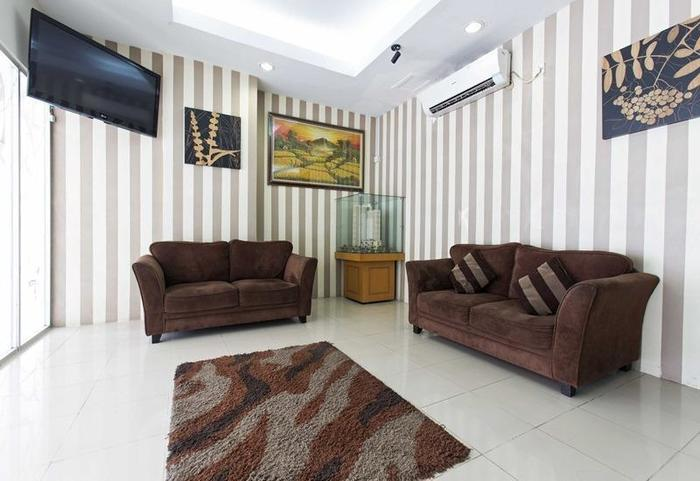 RedDoorz Apartment @ Pegangsaan Kelapa Gading 2 Jakarta - Ruang tamu
