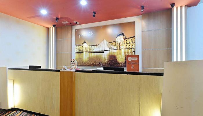 ZEN Premium Cihampelas Bandung - Resepsionis