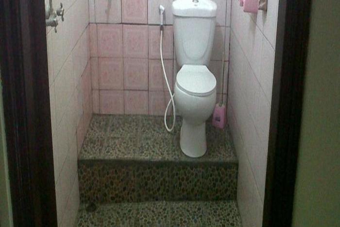 Nyoman Warta Hotel Bali - Kamar mandi