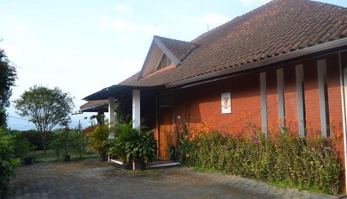 Villa Bunga Merah Gelatik Gelatik - Vila Building
