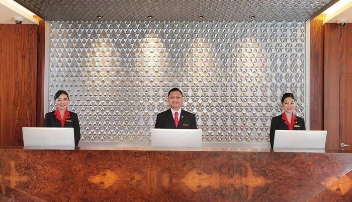 Swiss-Belhotel Pondok Indah Jakarta - Receptionist