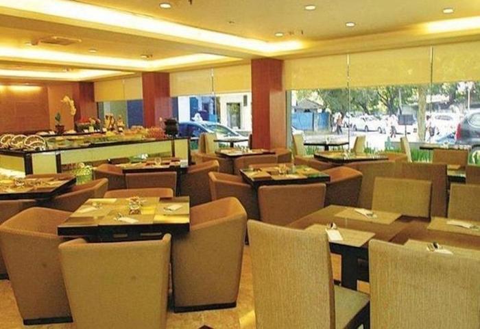 Tinggal Premium at Jalan Wahid Hasyim Jakarta - Restoran