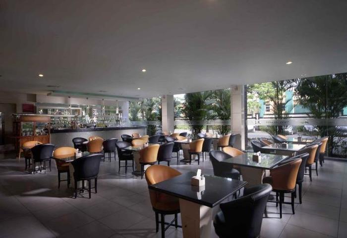 FM7 Resort Hotel Jakarta - Restaurant