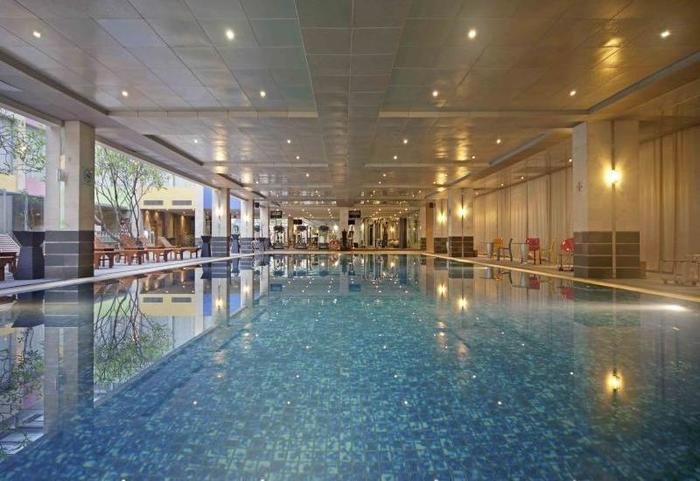 FM7 Resort Hotel Jakarta - Swimming Pool