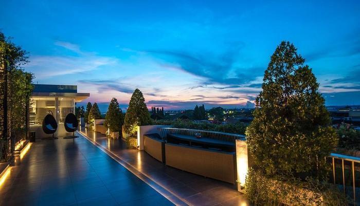 FM7 Resort Hotel Jakarta - Montezuma Rooftop Lounge