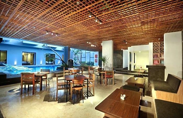 Liberta Seminyak Hotel - Pool Bar