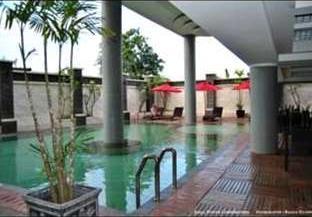 Ros In Hotel Yogyakarta - Kolam Renang
