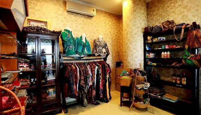 Ros In Hotel Yogyakarta - Toko