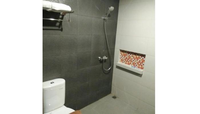 Cotton Room Binong Tangerang - Bathroom