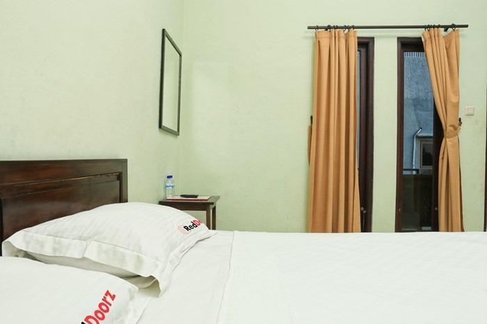 RedDoorz @Mataram Kuta 3 Bali - Kamar tamu