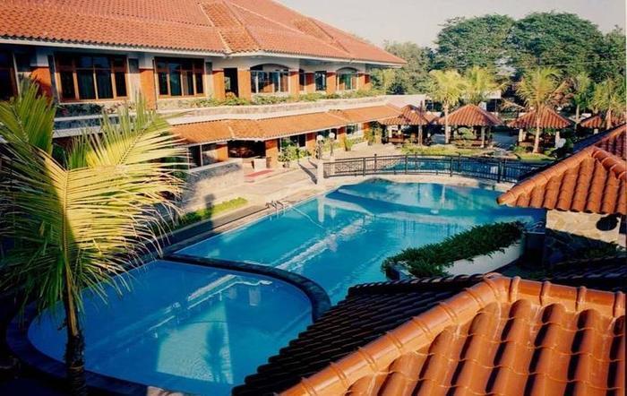 Pondok Serrata Hotel & Restaurant Semarang - Kolam Renang