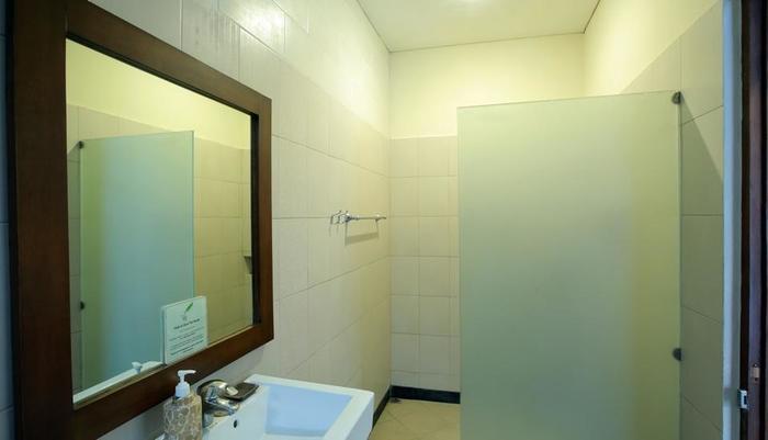 RedDoorz @Nakula Seminyak - Kamar mandi