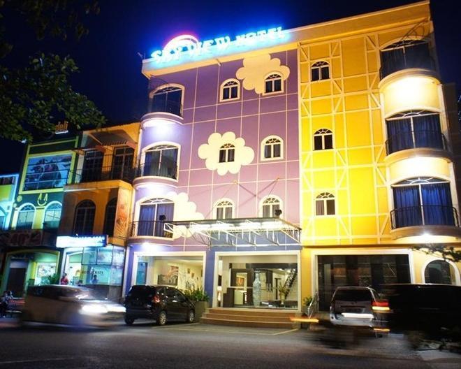 Sky View Hotel Batam - Exterior