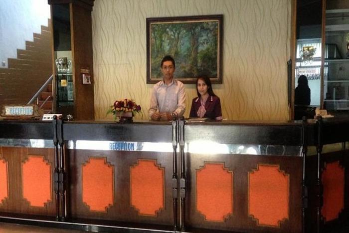 Hotel & Restaurant Bandung Permai Jember - Resepsionis