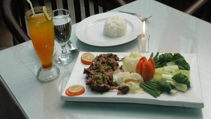 Hotel & Restaurant Bandung Permai Jember - Makanan