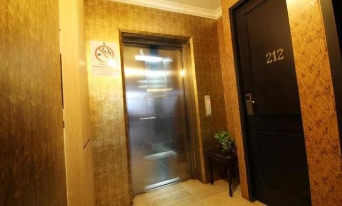 Twins Hotel Mangga Dua - Lift