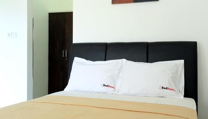 RedDoorz @Raya Seminyak Bali - Bedroom