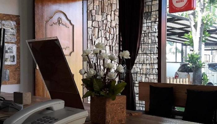 Rumah Roso Homestay Yogyakarta - Meja depan