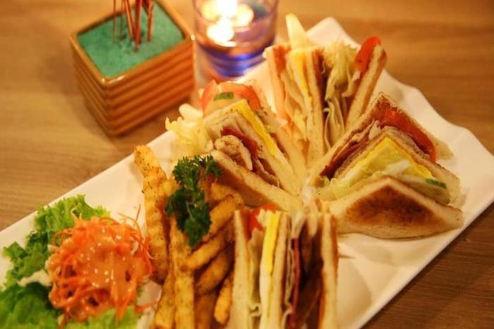 Bekizaar Hotel Surabaya - Food and Beverage