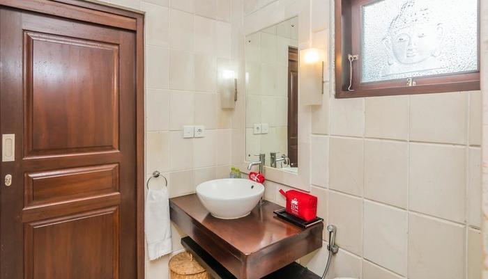 ZEN Rooms Seminyak  Kuwum ll - Kamar mandi