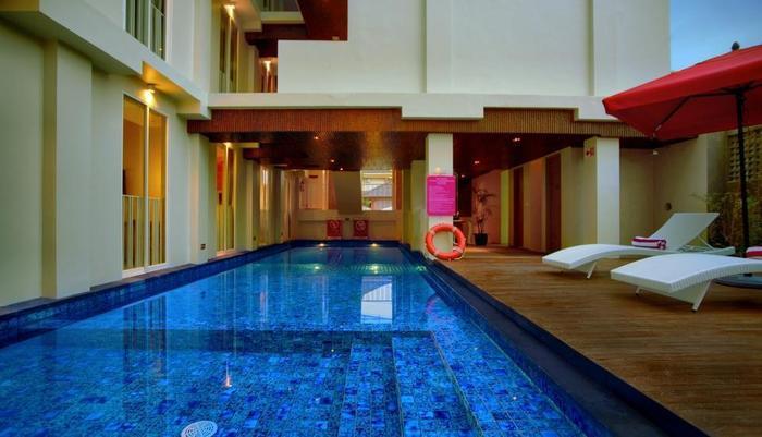 favehotel Kuta - favehotel Kuta Square_Semi Indoor Swimming Pool