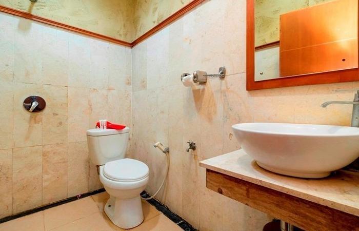 RedDoorz @ Desa Cijulang Sentul Bogor - Bathroom