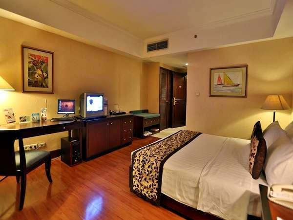 The Acacia Hotel Jakarta - A Club