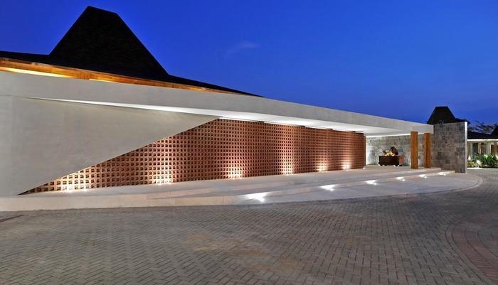 Djoglo Luxury Bungalow Malang - Tampak depan Djati Lounge