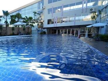 Hotel Royal Jember -  Kolam Renang