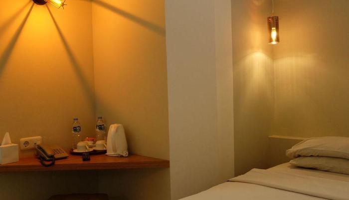 Karmila Hotel Bandung - Bedroom