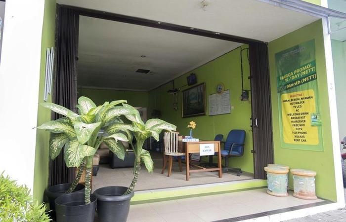 RedDoorz near Plaza Ambarukmo Yogyakarta - Eksterior
