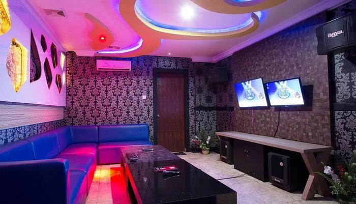 Mirah Hotel Banyuwangi - Karaoke Room