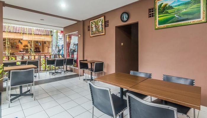 ZenRooms Kuta Poppies Lane - Restoran