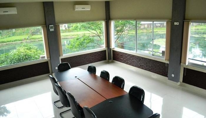 Rorompok Homan Subang - Meeting Room
