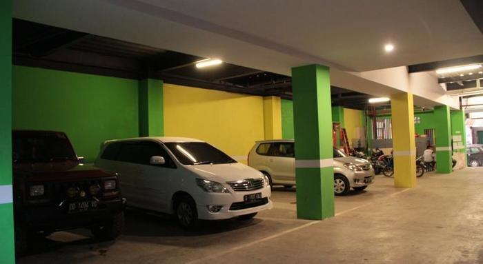 Hotel Agung Makassar - Parking area