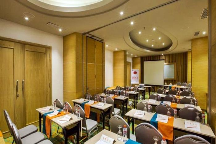 HARRIS Hotel Raya Kuta Bali - Ruangan metting
