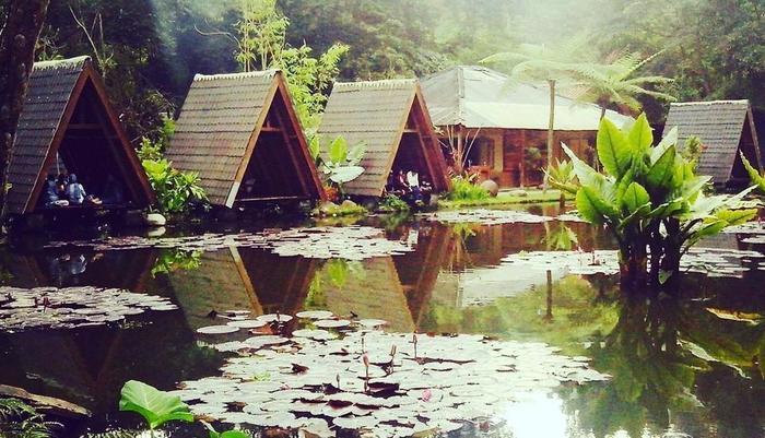 Imah Seniman Bandung - Restoran pemandangan danau