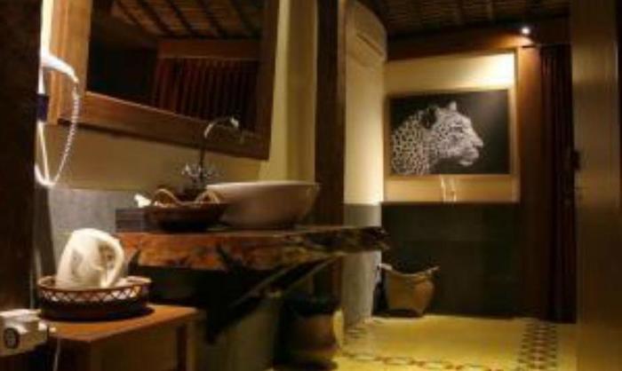 Tinggal Premium Resort Ubud Raya Pengosekan Bali - Kamar mandi