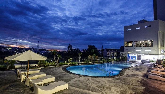 Platinum Balikpapan Hotel And Convention Hall   - Swimming Pool