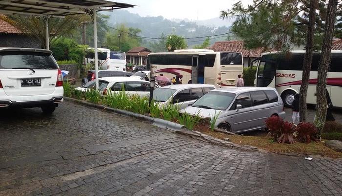 Dago Highland Resort Bandung - Enter Large Bus 1