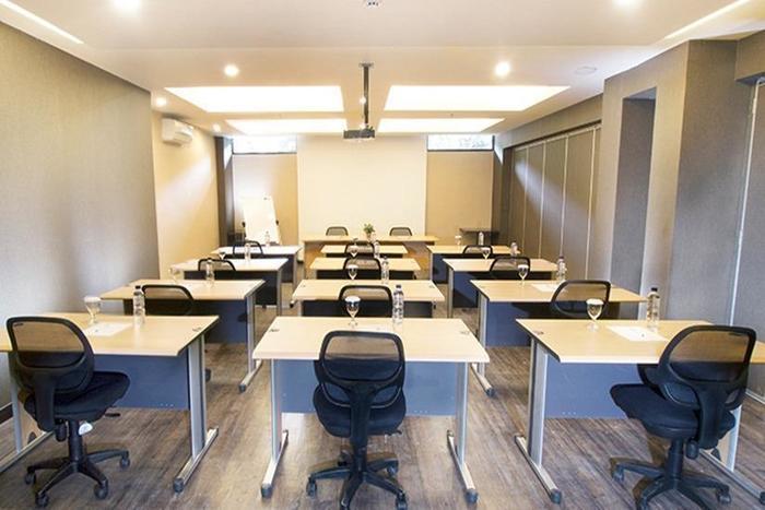 Tune Hotel Bandung - Meeting Room