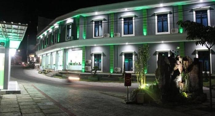 Yasmin Hotel & Restaurant Bangka - Eksterior