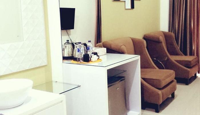 Fastrooms Bekasi Bekasi - Suite Living Room
