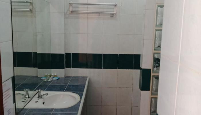 Hotel Griya Tirta Bangka - Bath Room